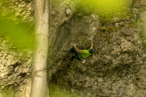 Das Bild zeigt den Kletterer Jans Lisse in der Klettertour namens Massage