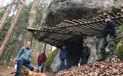 Illegale Podestbauten zum Bouldern