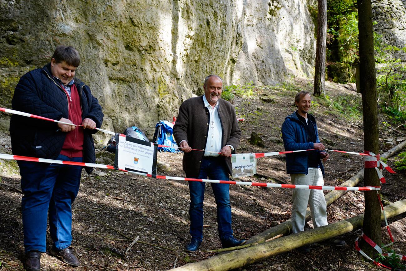 Das Bild zeigt die Bürgermeister der Gemeinden Illschwang und Ammerthal sowie Vertreter der IG Klettern bei der Aufhebung der Sperrung an der Ammerthaler Wand