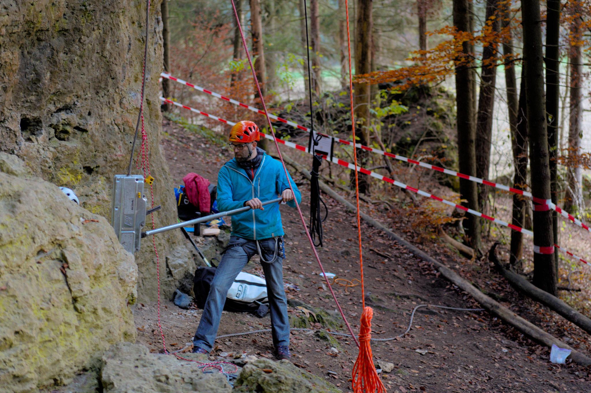 Das Bild zeigt Andreas Schneider bei einem Auszugsversuch an der Ammerthaler Wand