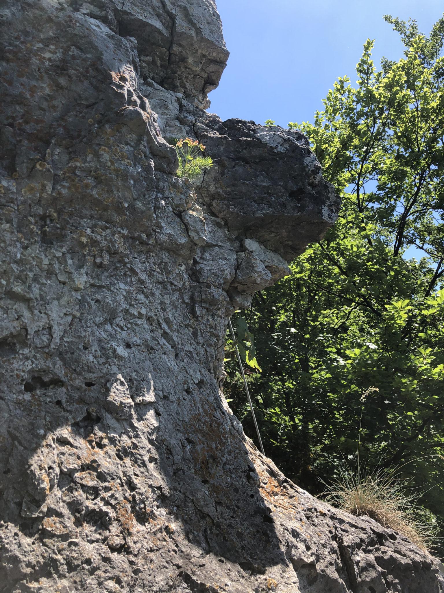 Das Bild zeigt einen losen Fels im Ausstieg der Bürgermeisterin am Balkenstein